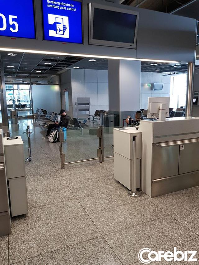 Lượng hành khách được bay là rất ít, còn ít hơn số nhân viên ở cảng hàng không